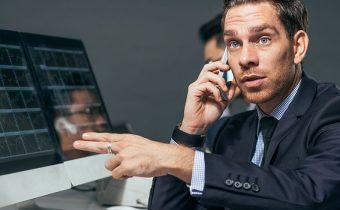 výber brokera - zamestnanec brokera v kancelárii