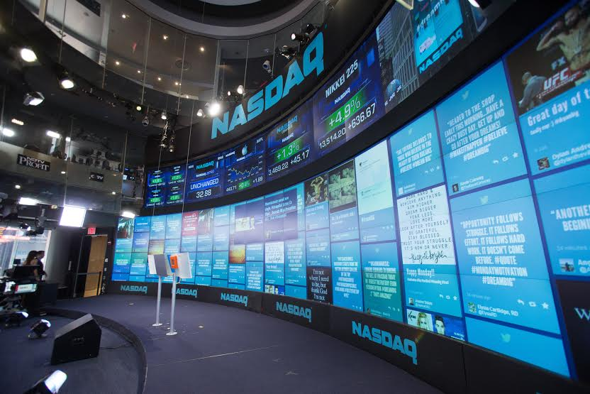 nákup akcií na burze NASDAQ