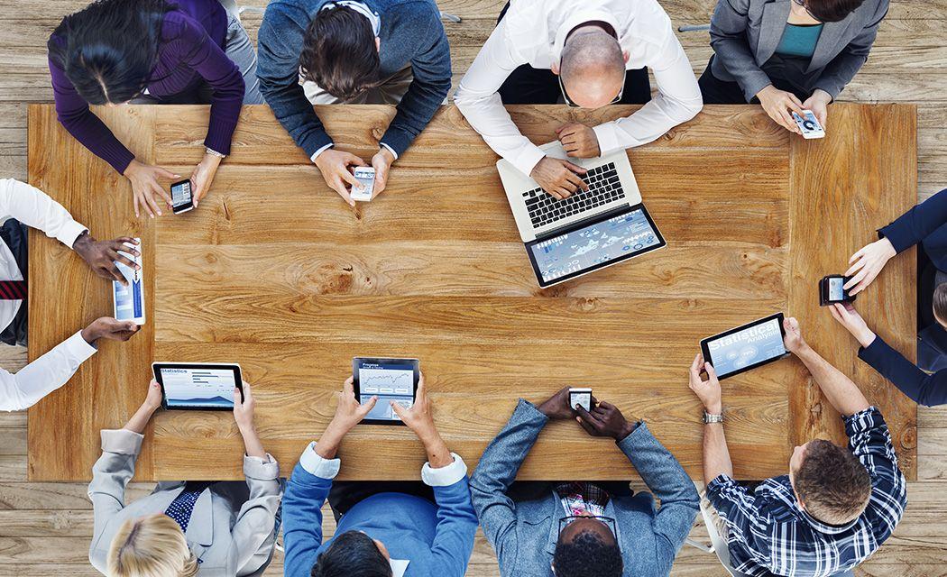 Viac investorov, ktorí sedia za jedným stolom