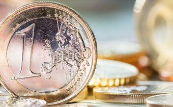 Kurz euro mince na stole