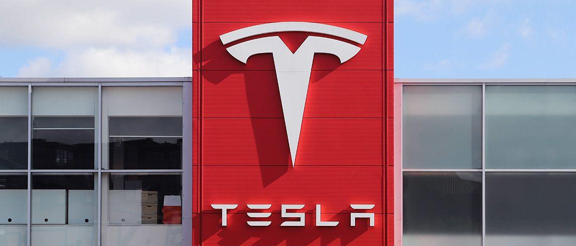 Akcie Tesla – aktuálna cena na grafe + návod, ako ich kúpiť