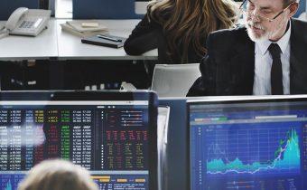 Porovnanie brokerov - zamestnanci brokera v kancelárii